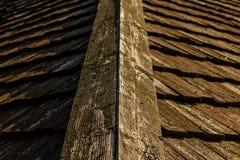 Teja de tejado de madera de la casa vieja Imagen de archivo libre de regalías
