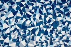 Teja pintada azul de la decoración de la simetría de la piedra de la roca con textura del fondo de la pared de las grietas imagen de archivo