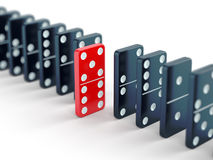 Teja roja del dominó entre negro unos Imágenes de archivo libres de regalías
