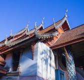 Tejado asiático tailandés del templo fotografía de archivo libre de regalías