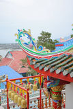 Tejado chino con la campana del oro Foto de archivo libre de regalías