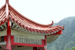 Tejado chino viejo de la pagoda en campo Fotografía de archivo libre de regalías