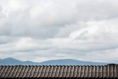 Tejado con la nube del cielo Imagen de archivo libre de regalías