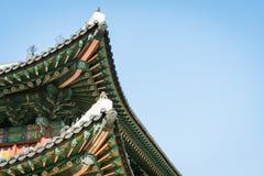 Tejado coreano tradicional de la decoración de la casa del pueblo en el palacio, Seul, imágenes de archivo libres de regalías