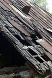 Tejado dañado de la casa Imagen de archivo libre de regalías