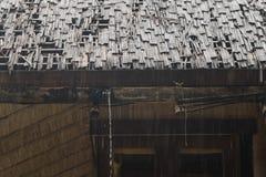 Tejado de bambú en día lluvioso Fotos de archivo libres de regalías