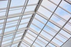 Tejado de builduing moderno Techo de cristal fotografiado desde adentro Centro comercial Arquitectura del contemporáneo del vinta imágenes de archivo libres de regalías