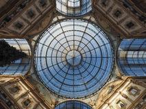 Tejado de cristal de la arcada de Vittorio Emanuele II del Galleria en Milán Imagen de archivo libre de regalías
