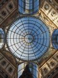Tejado de cristal de la arcada de Vittorio Emanuele II del Galleria en Milán Imagenes de archivo