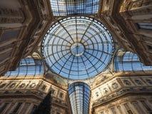 Tejado de cristal de la arcada de Vittorio Emanuele II del Galleria en Milán Foto de archivo libre de regalías