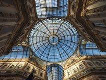 Tejado de cristal de la arcada de Vittorio Emanuele II del Galleria en Milán Imagen de archivo