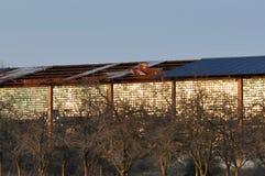 Tejado de la fábrica vieja deteriorada Imagen de archivo