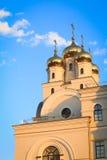 Tejado de la iglesia de la ortodoxia en Ekaterimburgo foto de archivo