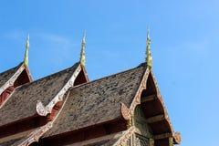 Tejado de la iglesia de Wat Phra Singh Fotos de archivo libres de regalías