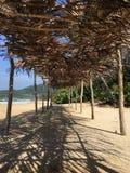 Tejado de la palma de la playa Imagenes de archivo