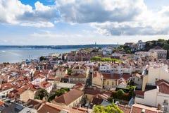 Tejado de Lisboa del punto de vista de la iglesia de Vicente de Fora del sao en Por Imagen de archivo libre de regalías
