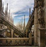 Tejado de Milan Cathedral famoso, Italia imagen de archivo libre de regalías