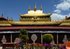 Tejado de oro del monasterio de Jokhang Fotografía de archivo