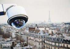 Tejado de París del sistema de vigilancia del CCTV Fotos de archivo