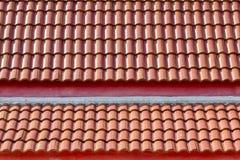 Tejado de teja roja Imagenes de archivo