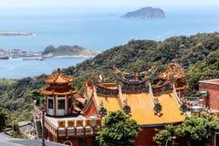 Tejado de un templo chino en Jiufen, Taiwán Foto de archivo