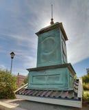 Tejado de una torre de iglesia en Skelleftehamn, Suecia Imagen de archivo libre de regalías