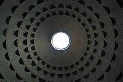 Tejado del panteón en Roma imagenes de archivo