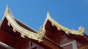 Tejado del templo en Tailandia WatPradhatchohar Fotos de archivo
