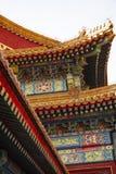 Tejado elaborado colorido impresionante de la ciudad Prohibida en Pek?n, China Los colores de los tejados, de los materiales de t foto de archivo