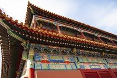 Tejado elaborado colorido impresionante de la ciudad Prohibida en Pek?n, China Los colores de los tejados, de los materiales de t fotografía de archivo libre de regalías