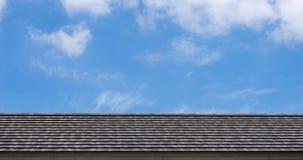 Tejado en las nubes del cielo Fotos de archivo