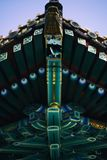 Tejado modelado brillante del monasterio budista foto de archivo libre de regalías