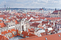 Tejado rojo de Praga Imagen de archivo