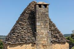 Tejado tejado tradicional en la Dordoña, que mientras que una vez muy es común en el área está llegando a ser muy rara aquitaine imagen de archivo libre de regalías