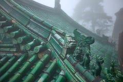 Tejado verde de un templo chino viejo del wushu imagen de archivo libre de regalías