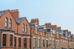 Tejado y chimeneas en Belfast fotos de archivo