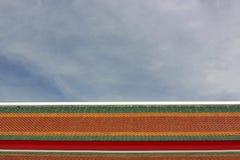 Tejado y nublado Foto de archivo libre de regalías
