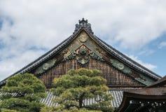Tejados adornados del castillo de Nijo en Kyoto Imagenes de archivo