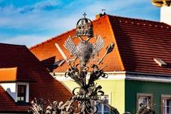 tejados de casas en la ciudad austríaca del moho imagenes de archivo