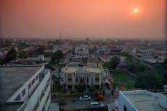 Tejados de la ciudad india de Jaipur por mañana imagen de archivo libre de regalías