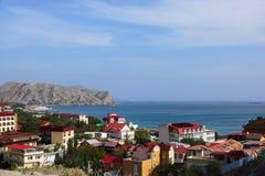 Tejados de la ciudad Sudak de la playa Foto de archivo libre de regalías
