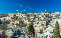 Tejados de la ciudad vieja con la bóveda de la iglesia de Santo Sepulcro, Jerusalén Fotografía de archivo