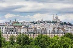Tejados de París con Basilique du Sacre Coeur en el fondo, Pari Fotos de archivo libres de regalías