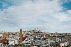 Tejados de París con Montmartre Fotografía de archivo libre de regalías