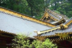 Tejados de un templo japonés fotografía de archivo libre de regalías
