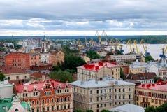 Tejados de Vyborg en Gray Day foto de archivo