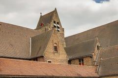 Tejados del Memlingmuseum, Brujas, Bélgica Imagen de archivo libre de regalías