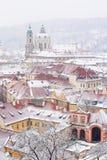 Tejados del palacio de Ledebursky y de la iglesia del St. Nicolás Imagen de archivo libre de regalías