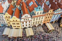 Tejados del viejo cuadrado en Praga Imágenes de archivo libres de regalías
