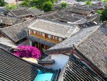 Tejados en el lijiang, yunan, China Foto de archivo libre de regalías